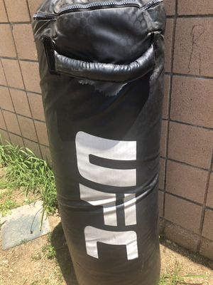 UFC 100lb heavy punching bag for Sale in East Los Angeles, CA
