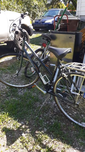 Trek bike for sale in good condition,need thr back {url removed} in good cheaps 350 obo for Sale in Lorain, OH
