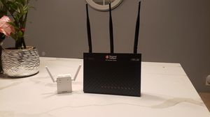 Wireless router and extender for Sale in Huntington Park, CA