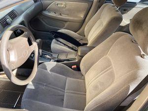 Toyota Camry del 2000 título limpio for Sale in Miami, FL