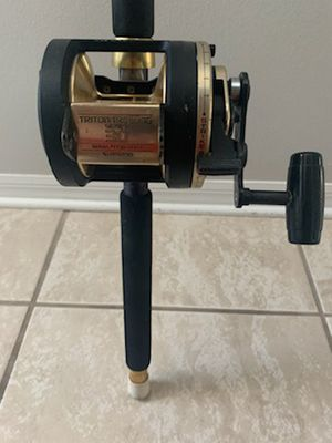 """Shimano Triton Trolling Series 30 fishing reel on a 5'8"""" heavy action rod. for Sale in Sanford, FL"""