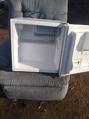 Mini fridge for Sale in Pekin, IL