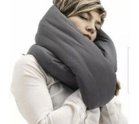 Huzi Infinity Pillow - Design Power Nap Pillow, Travel And Neck Pillow for Sale in Calabasas,  CA