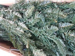 Arbolito de Navidad en buenas condiciones está nuevo for Sale in Moreno Valley, CA