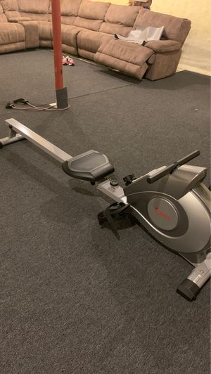 Sunny Health & Fitness SF-RW5515 Magnetic Rowing Machine Rower w/LCD Monitor for Sale in Syosset, NY