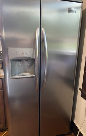 Frigidaire refrigerator for Sale in Agawam, MA