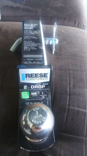 Reese towpower 2in receiver opening 6000lbs 1in mounting for Sale in Wenatchee, WA