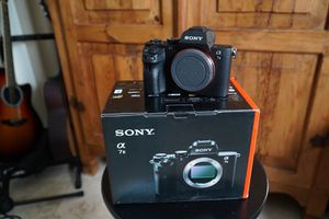 Sony a7ii (body only) for Sale in North Miami Beach, FL