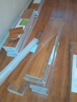 12 boxes laminate flooring 291sqft for Sale in Fort Worth, TX