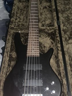 Bass (Case not included) for Sale in Paramount,  CA