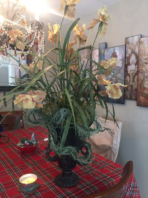 Floral with vase setup- very beautiful for Sale in Colma, CA