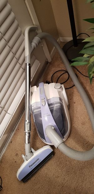 Vacuum cleaner/ Panasonic canister bagless for Sale in Rancho Cucamonga, CA