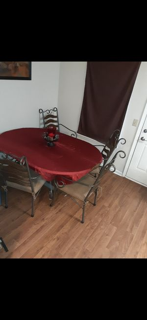 Oak kitchen table with a.leaf in middle and 4 chairs for Sale in Murfreesboro, TN