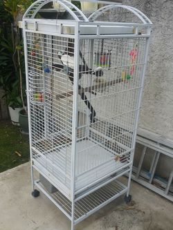 Bird Cage In Nice And Very Clean And Big for Sale in Los Angeles,  CA