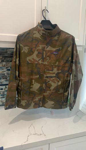 Patagonia camo light and variable jacket. Not available retail for Sale in Jupiter, FL