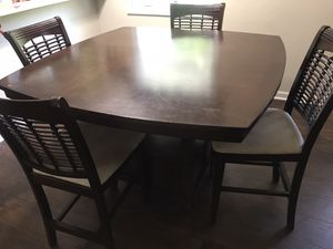 Kitchen table /w 4 chairs to match. 100.00 or Best Offer! We are moving need to sell for Sale in Reynoldsburg, OH