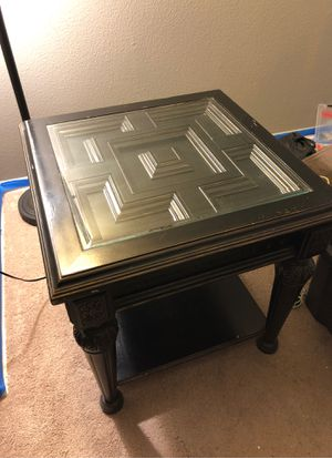 "End table (26""x26"") REAL WOOD for Sale in Rancho Cucamonga, CA"