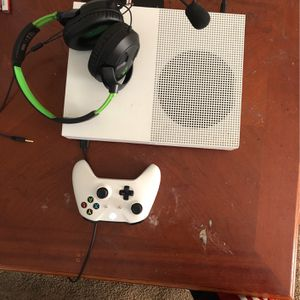 Xbox One Wit Games And Headphones for Sale in Atlanta, GA