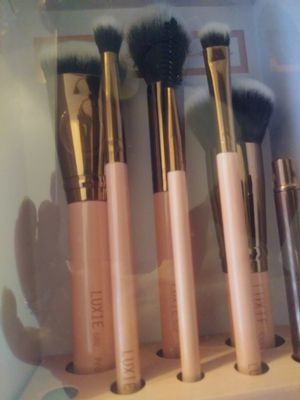 Luxxie brushes complete face set for Sale in Tucson, AZ
