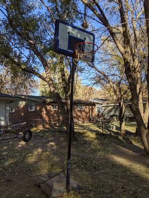 Basketball goal, freestanding, adjustable to 10 feet for Sale in Valley Center, KS