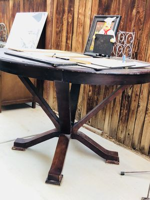 Pretty project table for Sale in Palmdale, CA