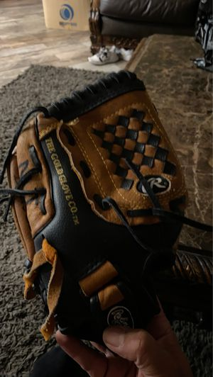 Rawlings Lefties boys baseball/Tball glove for ages 5-9 years old for Sale in Vallejo, CA