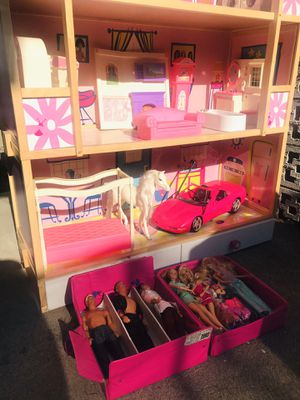 Vintage Barbie house with furniture/dolls for Sale in West Covina, CA