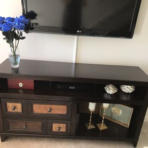 Tv Stand/ Traditional Browns for Sale in Hialeah, FL