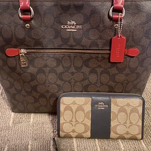 Coach Signature Gallery Tote And Zip Around Accordion Wallet for Sale in Phoenix, AZ