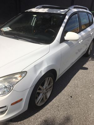 2011 Elantra wagon Touring SE . Stick. Super Deal for Sale in Fairview Park, OH