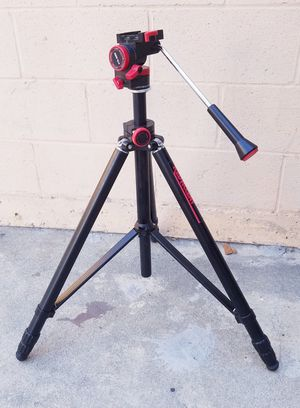 Professional red Accent tripod in Excellent condition for Sale in Alhambra, CA