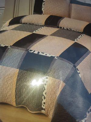 Velvet queen. Bedspread for Sale in Bakersfield, CA