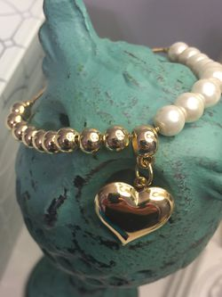 Bracelet With Heart Charm And Pearls for Sale in Nashville,  TN