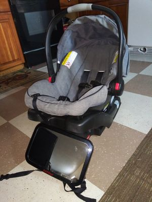 Graco car seat and mirror for Sale in Orlando, FL