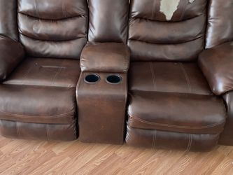 Reclining Couch for Sale in San Angelo,  TX