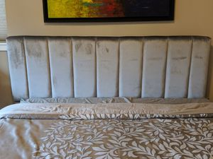Upholstered Tufted Striped Headboard for Sale in Issaquah, WA