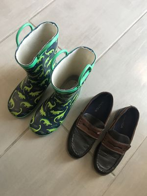 Rain boots & Casual dress shoes Youth Size 3 for Sale in Clovis, CA