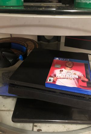PS4 with FIFA 20 and Turtle Beach headset for Sale in Hialeah, FL