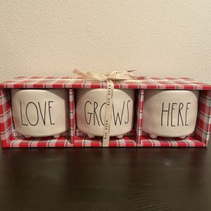 Rae Dunn Love Grows Here Plant Pots -brand New !! for Sale in Kirkland, WA