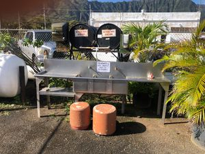Three compartment sink stainless steel app 7 feet wide by app 1.5 feet for Sale in Waimanalo, HI