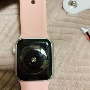 Apple Watch Series 5 40mm for Sale in Paso Robles, CA