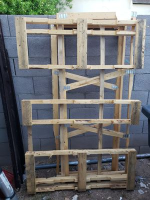 Pallets - FREE for Sale in Gilbert, AZ