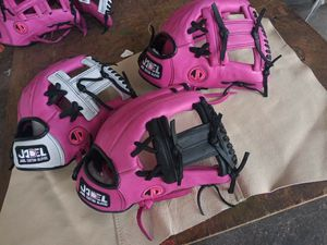 Baseball gloves for Sale in Los Angeles, CA