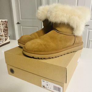 COGNAC UGGS AUTHENTIC for Sale in Seattle, WA
