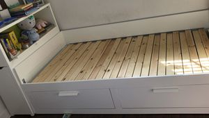 Daybed frame w/ 2 drawers & Headboard w/ storage for Sale in Cutler Bay, FL