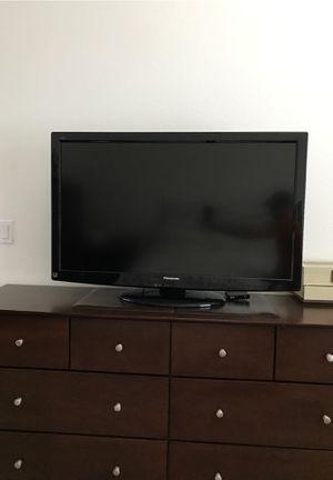 """Panasonic 42"""" inch TV for Sale in Estero, FL"""