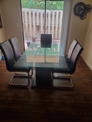 Badcock/ dining room for Sale in Burlington, NC