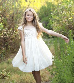 Flower Girl Dresses (Rustic/Cowgirl, laced, Ivory) for Sale in Ventura, CA