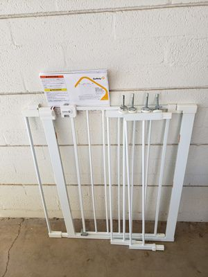 Euc- Safety 1st Easy Install Extra Tall and Wide Baby Gate with Pressure Mount Fastening for Sale in Phoenix, AZ