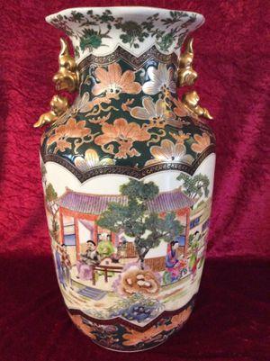 Superb Vintage Chinese Porcelain Vase Highly Detailed for Sale in Bauxite, AR